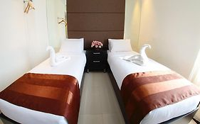 The One Hotel Makassar 2*