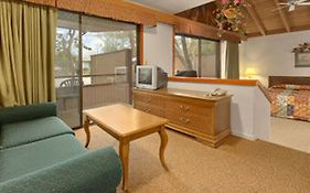 Howard Johnson Hotel Monterey