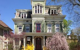 Hudson City Bed & Breakfast Bed & Breakfast