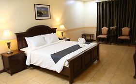 Crown Royale Hotel Bataan
