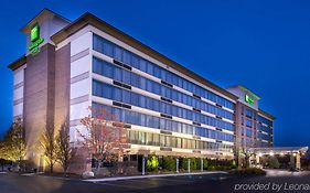 Holiday Inn And Suites Warren