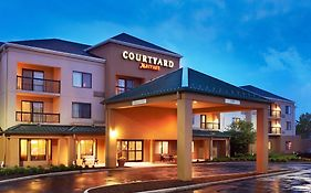 Courtyard by Marriott Cleveland Airport North