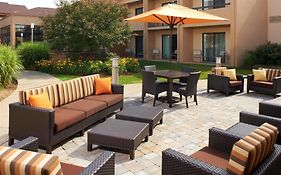 Courtyard Marriott Rockford Il