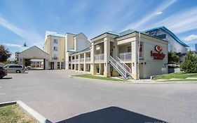 Econo Lodge Inn And Suites University Calgary