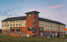 Holiday Inn Express London - Luton Airport photos Exterior