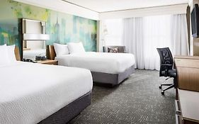 Courtyard Chicago Downtown Magnificent Mile 3*