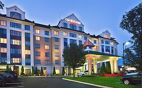 Courtyard Marriott Macarthur Airport