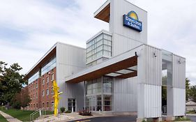 Days Inn And Suites Milwaukee