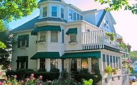 Harbour Towne Inn on The Waterfront Boothbay Harbor Me
