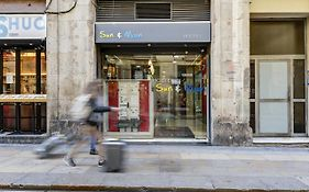 Sun And Moon Hostel Barcelona