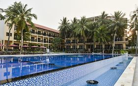 Hon Rom Central Beach Resort 3*