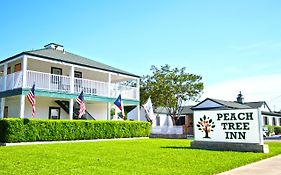 Peach Tree Inn And Suites Fredericksburg Texas