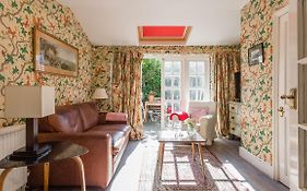 Traditional And Colourful 2Br Garden Flat In Parsons Green
