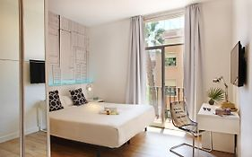 Chic & Basic Tallers Guest House Barcelona