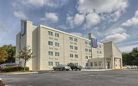 Motel 6 North York