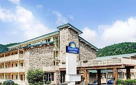 Days Inn Suites Gatlinburg