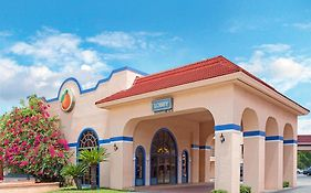 Travelodge Suites East Gate Orange Kissimmee Fl