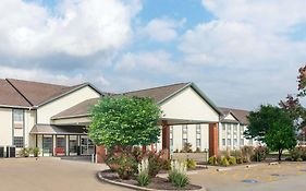 Ramada By Wyndham Springfield North Hotel 3* United States
