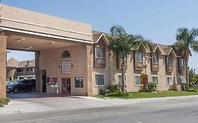 Super 8 By Wyndham Bakersfield South Ca Motel United States