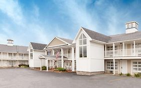 Baymont Inn & Suites st Ignace Lakefront Saint Ignace Mi