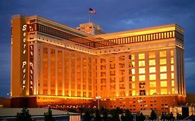 South Pointe Hotel In Las Vegas 4*