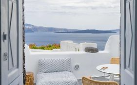 Canvas Suites Oia