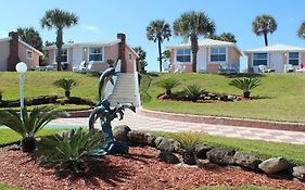 Shoreline Suites & Cabana Cottages - Beachfront