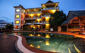 Two Moons Hotel Kampot