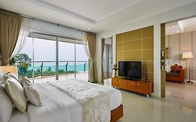 Royal Beach View Suites Pattaya 3*