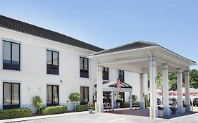 Baymont Inn & Suites Garden City Savannah