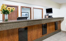 Days Inn & Suites Des Moines Airport