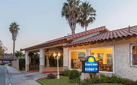 Days Inn Camarillo 2*