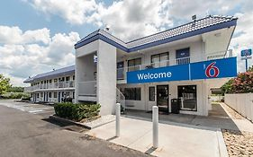 Motel 6 Atlanta Northeast