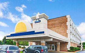 Days Inn By Wyndham Livonia - Detroit