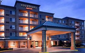 Courtyard Cleveland Airport South 3*
