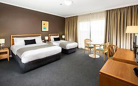 Quality Hotel Woden Phillip Act