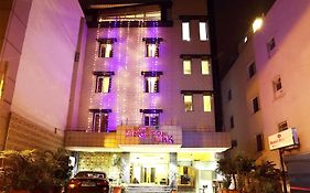 Hotel Kingston Park Near Ganga Ram Hospital