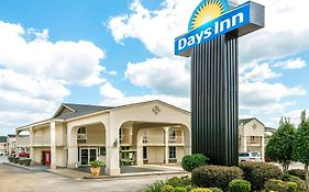 Days Inn By Wyndham Shorter  2* United States