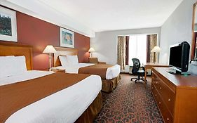 Ramada Hotel Niagara Falls Reviews