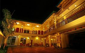 Hotel Travellers Nest Kandy