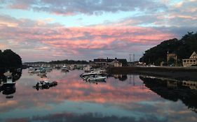 Cohasset Harbor Inn