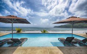Pagua Bay House Oceanfront Cabanas