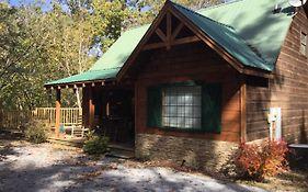 The Treehouse 3 Bedroom Cabin With Fire Pit