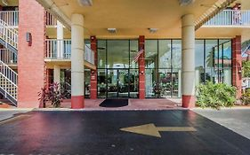 Quality Inn & Suites At Tropicana Field 2*