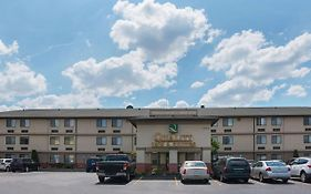 Quality Inn & Suites Detroit Metro Airport