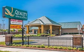Quality Inn & Suites Banquet Center Livonia Mi