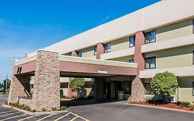 Quality Inn & Suites Warren Mi