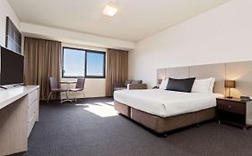 Quality Hotel Tabcorp Park Melton South