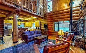 Soaring Pines Lodge & Bunkhouse