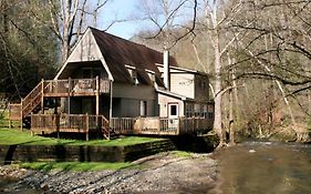 Brook Trout Chalet, 2 Bedrooms, Sleeps 9, On The Water